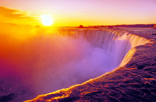 Stunning Photos From Around the World. Niagra Falls at sunset (image www.cliftonhill.com)