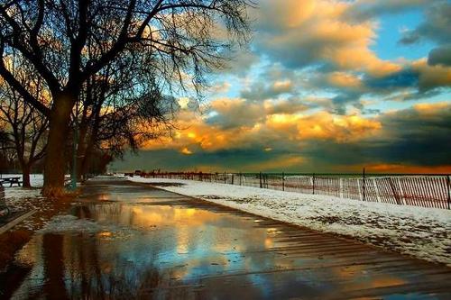Winter Sidewalk (image drshnsblog.blogspot.com). Stunning Photos From Around the World