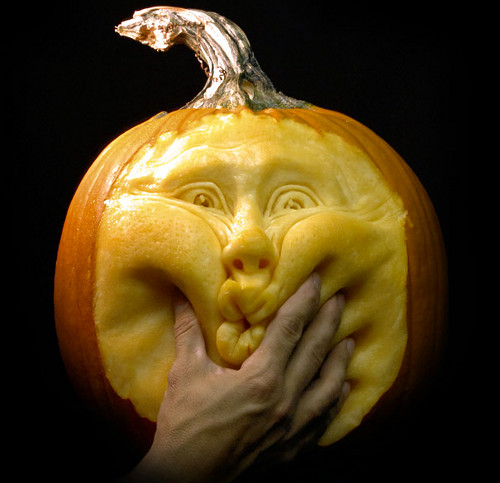 Squashed Face Pumpkin Carving (image www.pvmgarage.com). Amazing Halloween Pumpkin Carvings