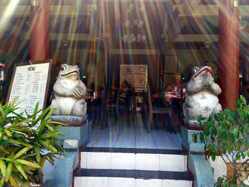 Travel Indonesia Blog: Bakung Sari Hotel restaurant - a good place to relieve some stress