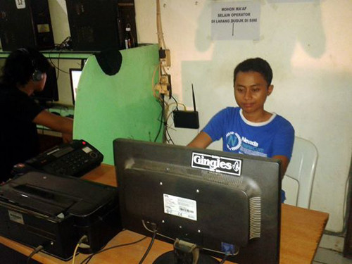 Travel Indonesia Blog: Local Internet Cafe Entrepreneur